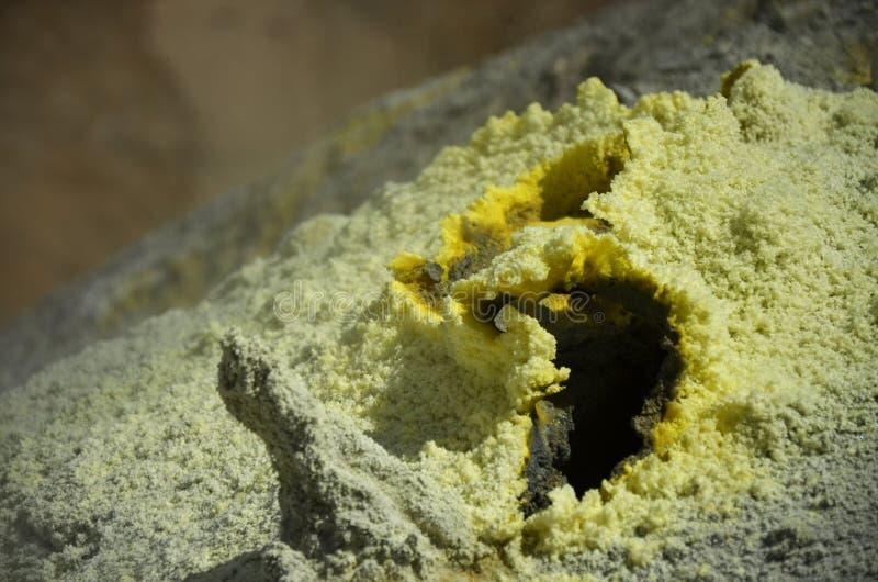 在活火山里面火山口的喷气孔  库存图片