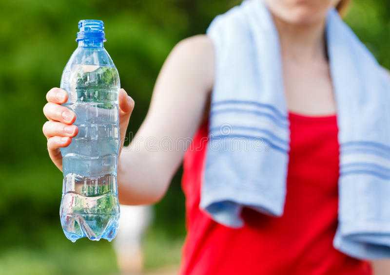 在锻炼期间的水合作用 免版税图库摄影