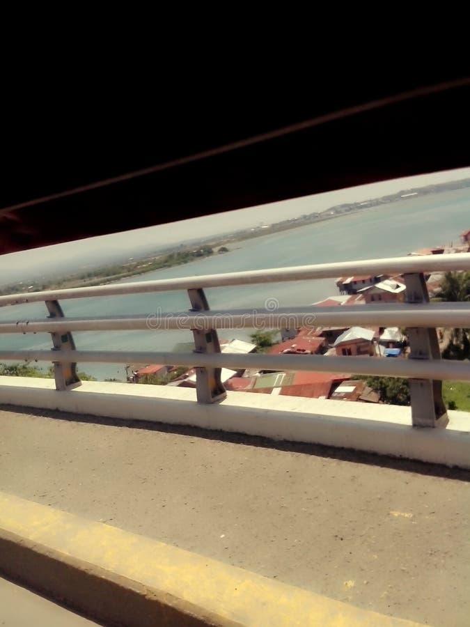 在麻烦水的桥梁 免版税库存图片