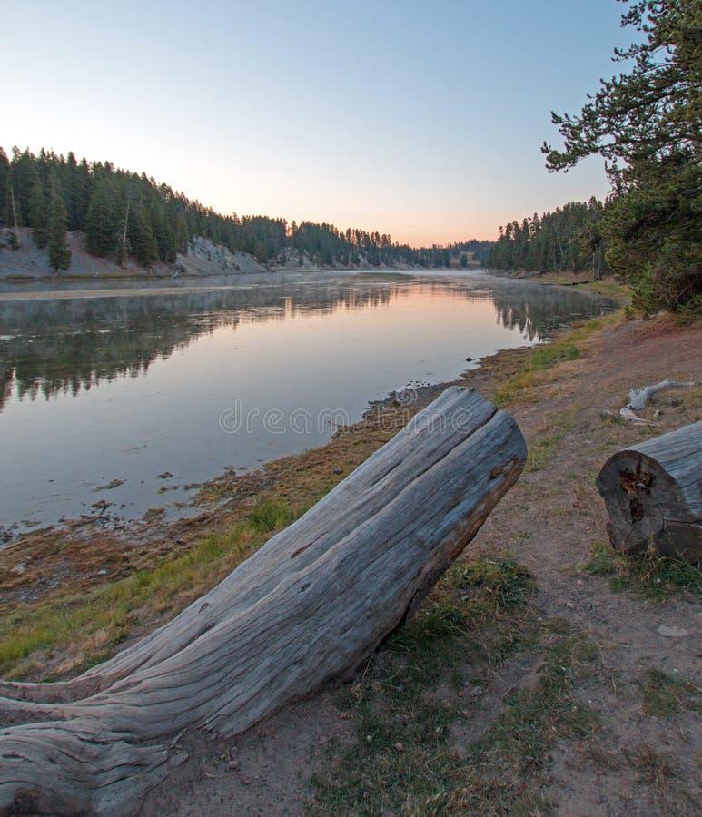 在水獭小河露营地的日落黄石河的在黄石国家公园在怀俄明 图库摄影