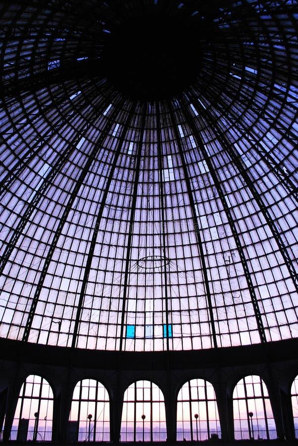 在玻璃圆顶下 免版税库存照片