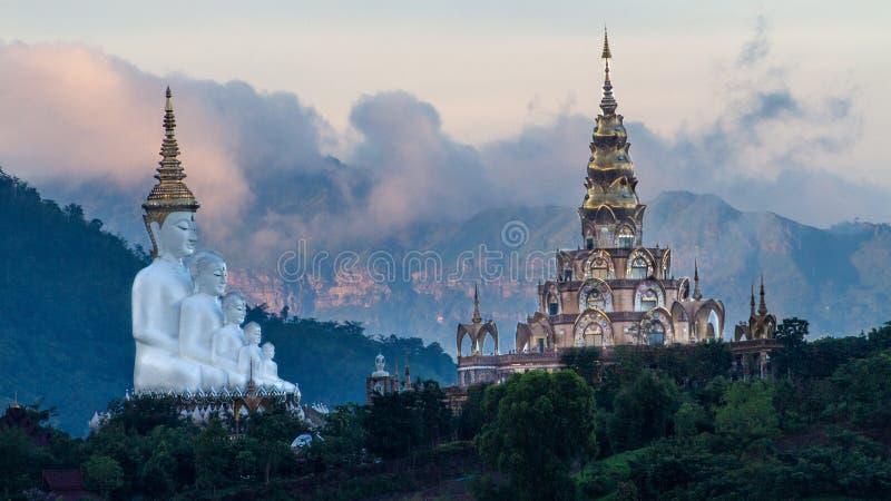 在玻璃峭壁,著名旅行的地方的寺庙在泰国 图库摄影