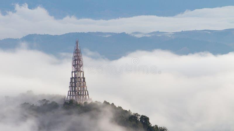 在玻璃峭壁,著名旅行的地方的寺庙在泰国 免版税库存图片