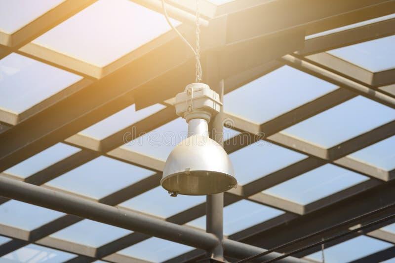 在玻璃温室光下的灯 库存照片