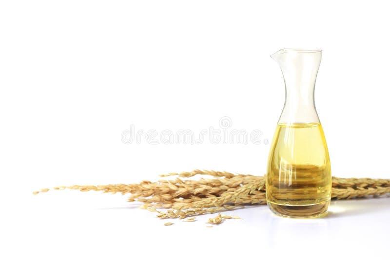 在玻璃瓶和未磨碎的米的米糠油 库存图片