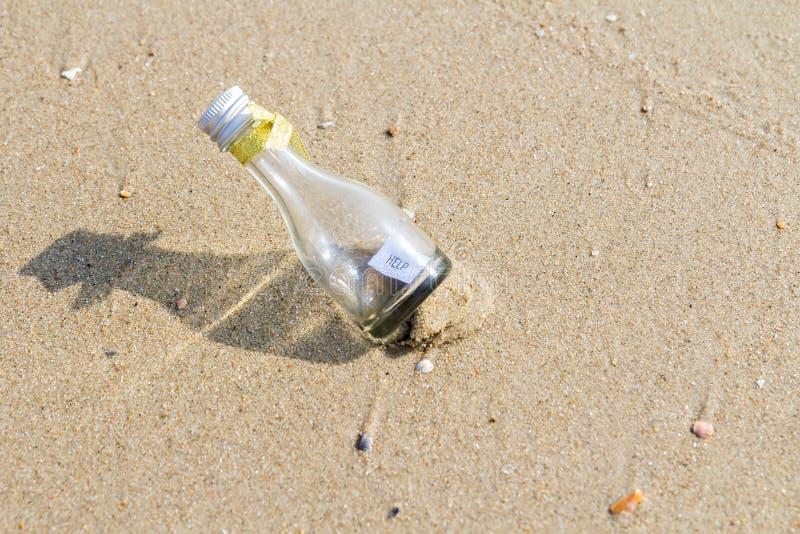 在玻璃瓶的帮助消息 免版税库存照片