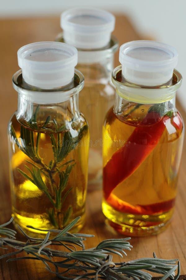 在玻璃瓶的橄榄油 库存图片