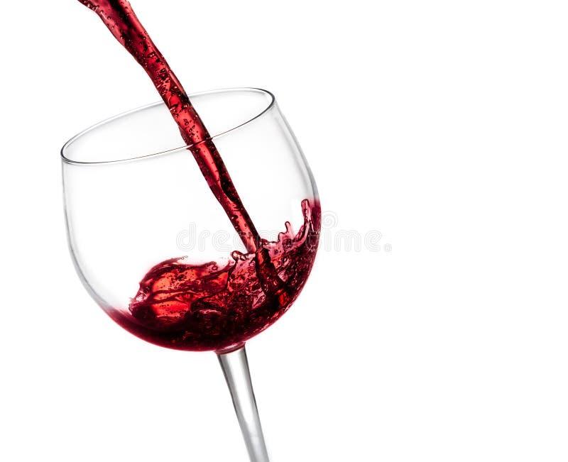 在玻璃的倾吐的红葡萄酒 免版税图库摄影