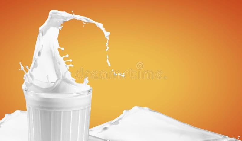 在玻璃的新鲜的牛奶 免版税库存照片