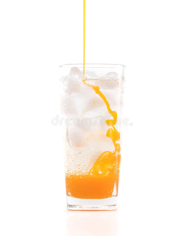 在玻璃的新鲜,冰冷的苏打水 免版税库存图片