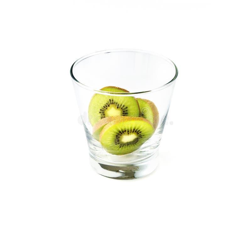 在玻璃的猕猴桃在白色背景 免版税库存图片