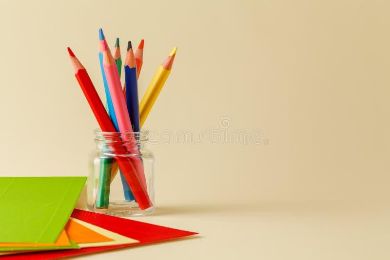 在玻璃的顺时针常设铅笔 免版税库存照片
