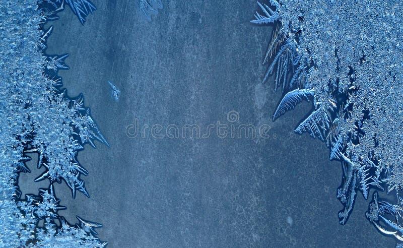 在玻璃窗的冬天霜 免版税图库摄影