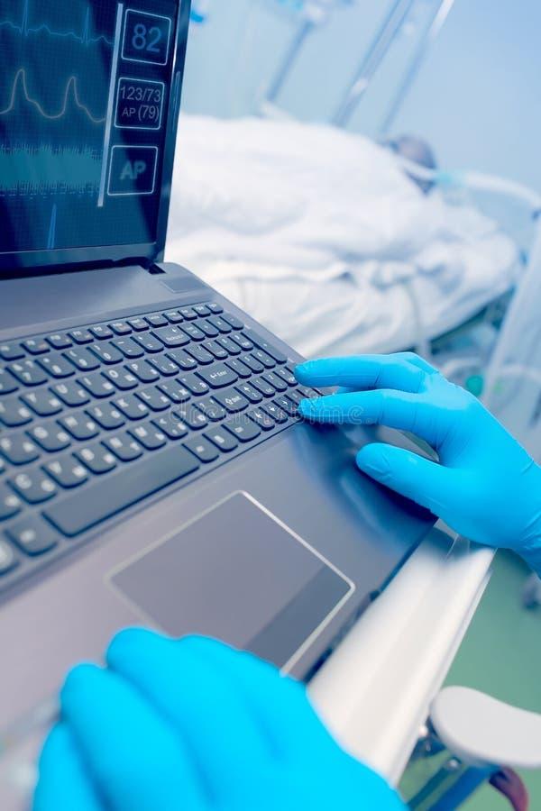 在医疗服务的计算机科技 图库摄影