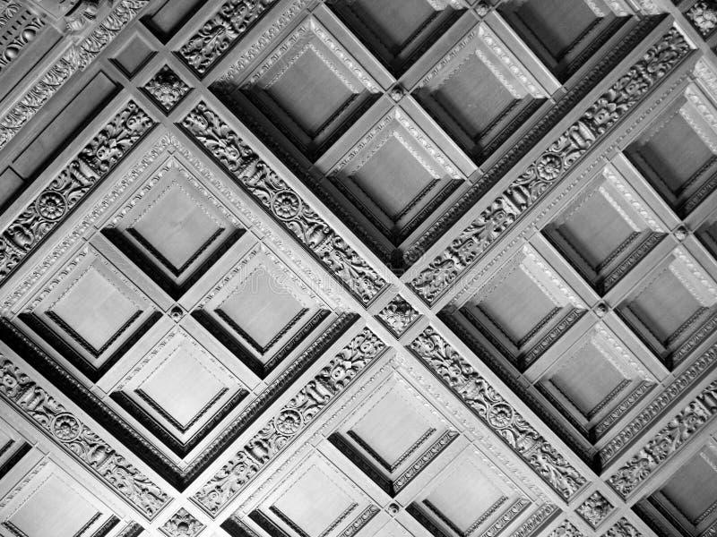 在黑白的几何天花板 免版税图库摄影