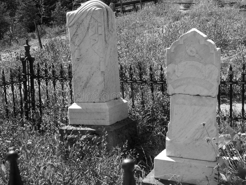 在黑白的墓碑 免版税库存照片
