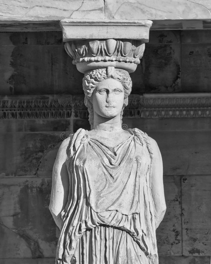在黑白的女象柱古老雕象, erechteion寺庙 库存图片