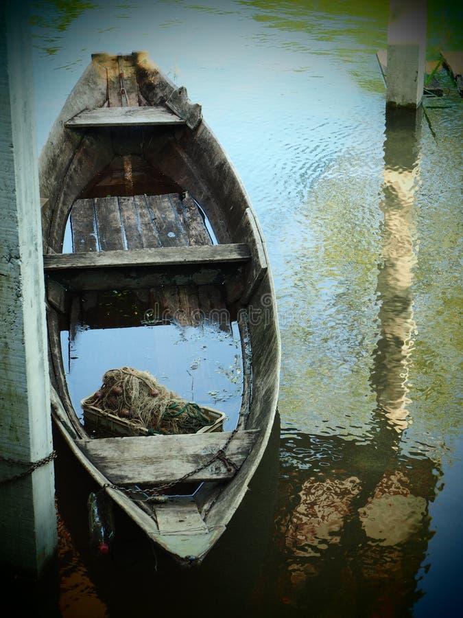 在水的小船 免版税库存图片