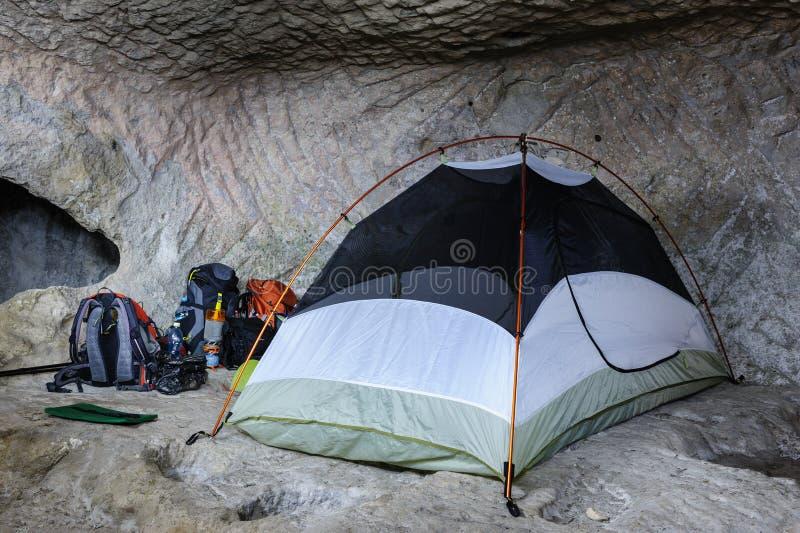 在洞的帐篷 免版税库存照片