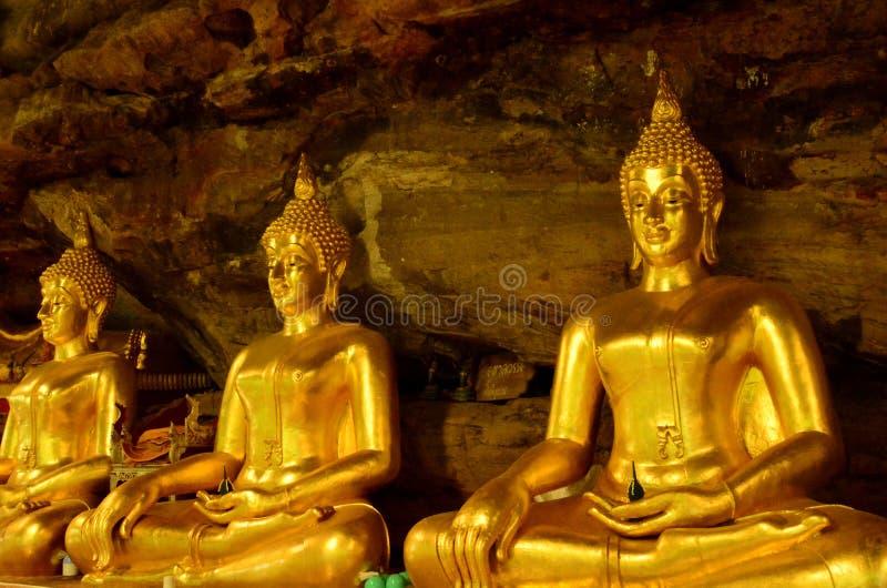 在洞的美丽的菩萨雕象在泰国 库存照片