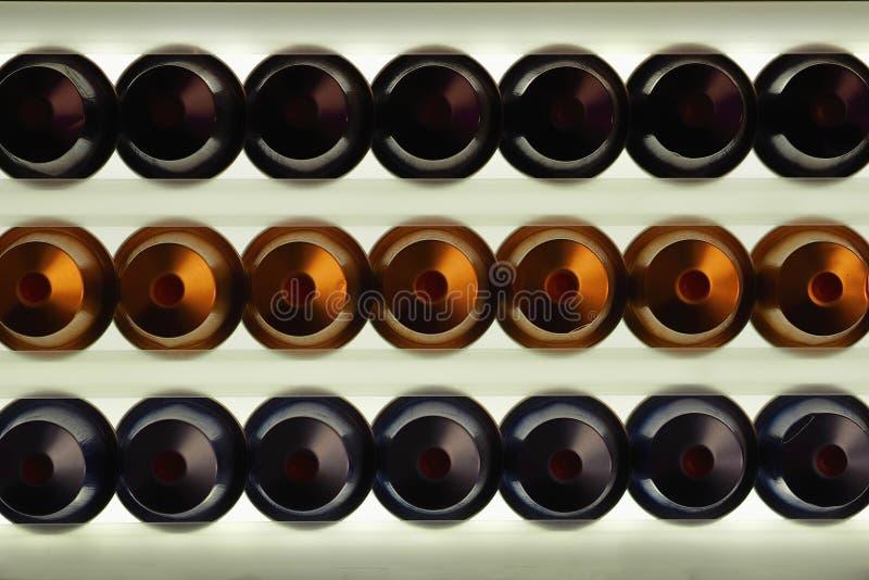 在轻的背景的咖啡胶囊 免版税库存照片
