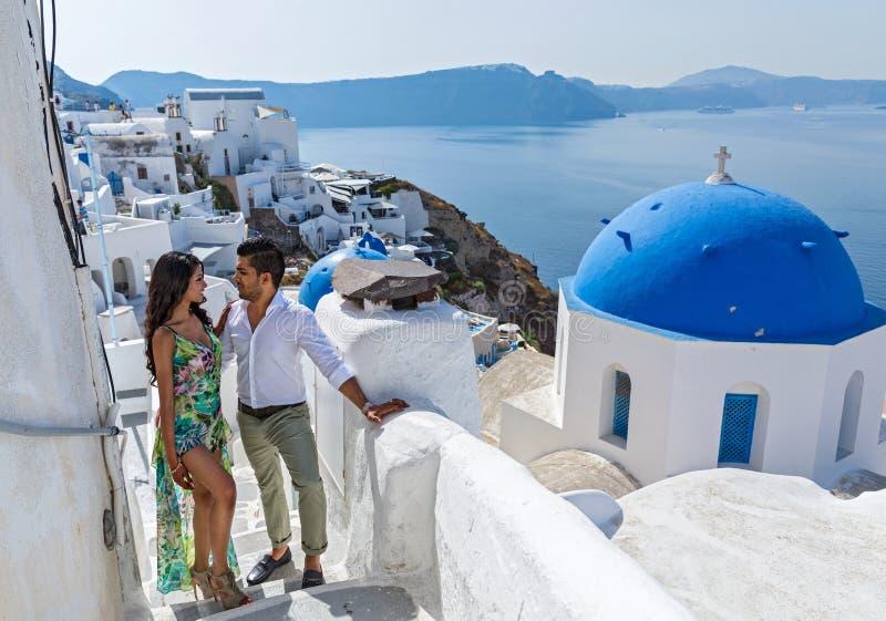 在他们的蜜月的年轻夫妇 免版税库存图片