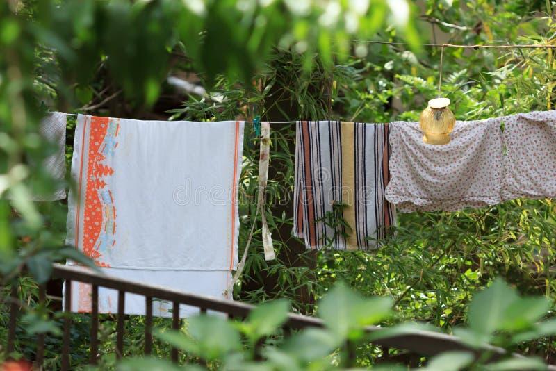 在绳索的Loundry干燥 免版税库存照片