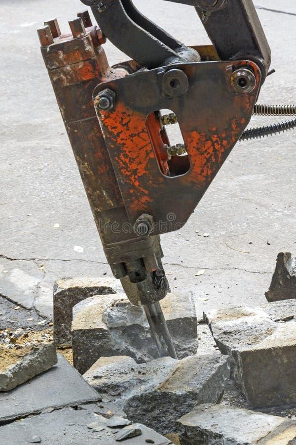 在建筑工地的手提凿岩机 库存照片