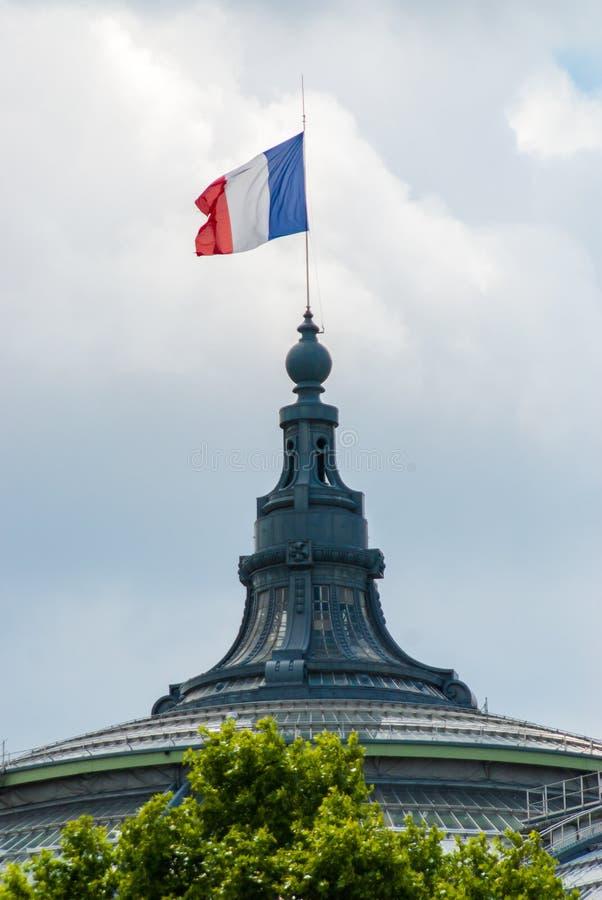 在巴黎红色白色蓝色的法国旗子在盛大Palais 免版税库存照片