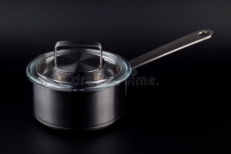 在黑背景的厨房罐 免版税库存照片