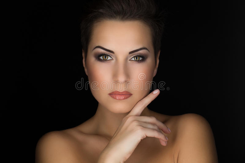 在黑背景的美丽的女孩 库存图片