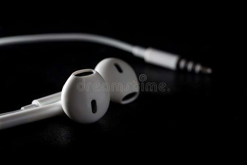 在黑背景的耳朵耳机 免版税库存照片