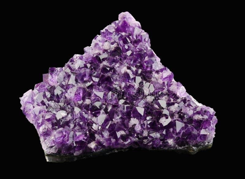在黑背景的紫晶 库存图片