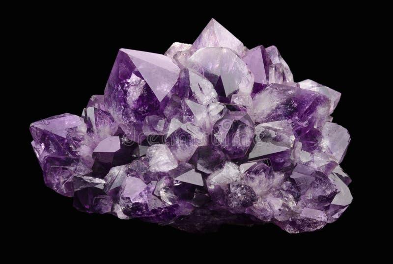 在黑背景的紫晶 库存照片
