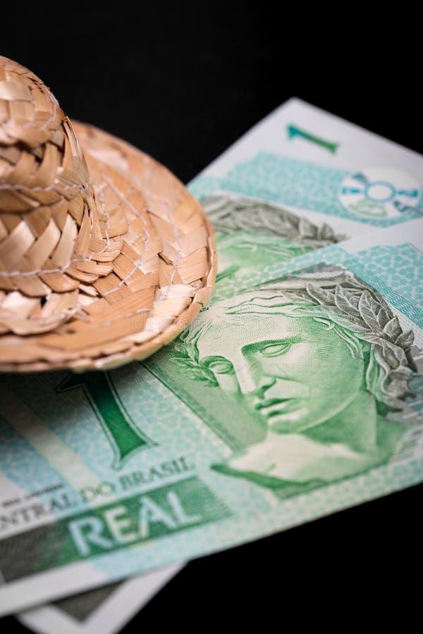 在黑背景的巴西金钱 免版税库存图片