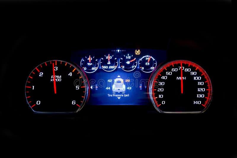 在黑背景TSI的现代轻的汽车英里 免版税库存图片