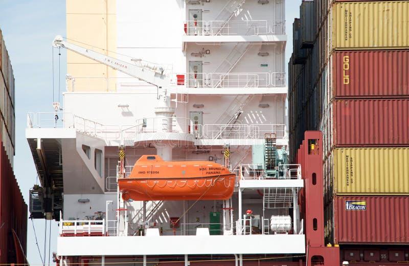 在货船MSC BRUNELLA的救生船 库存图片