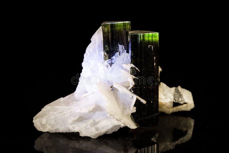 在黑色前面的Verdelite石英 图库摄影