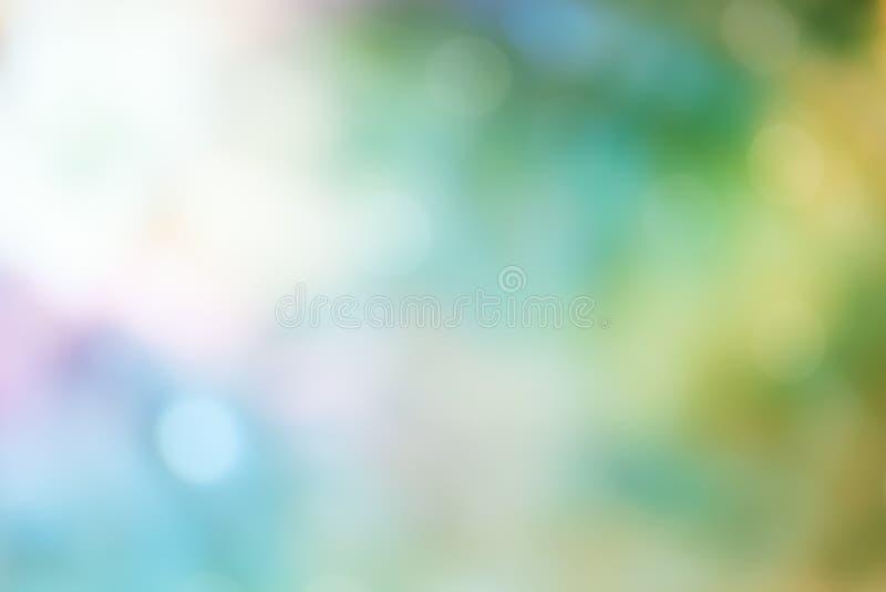 在绿色淡色背景的Bokeh光 库存图片