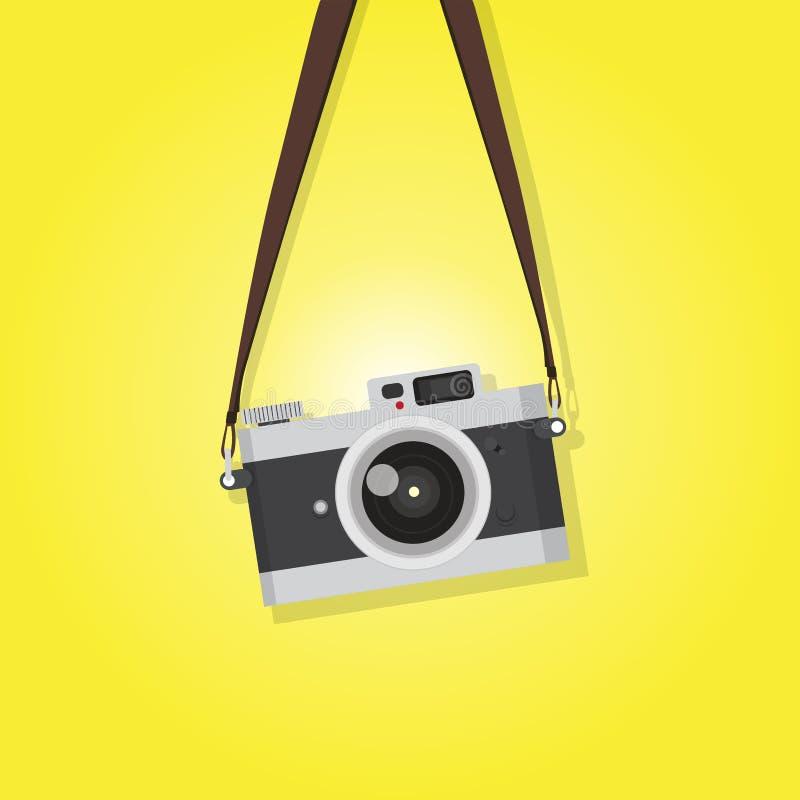 在黄色背景的垂悬的葡萄酒照相机 皇族释放例证