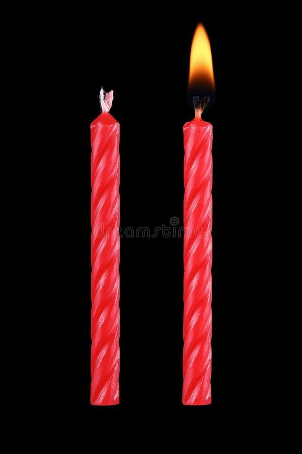 在黑色隔绝的两个红色生日蜡烛 库存照片