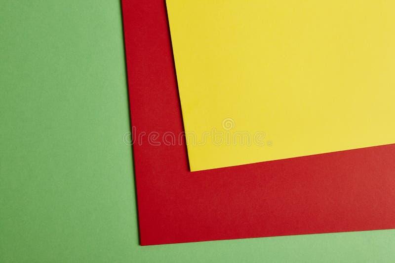 在绿色,红色,黄色口气的色的纸板背景 复制s 免版税库存图片