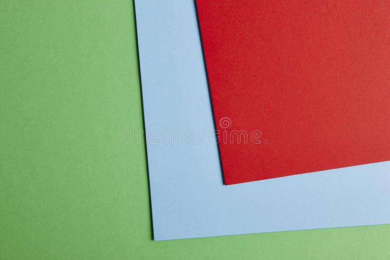 在绿色,蓝色,红色口气的色的纸板背景 复制Spac 库存照片