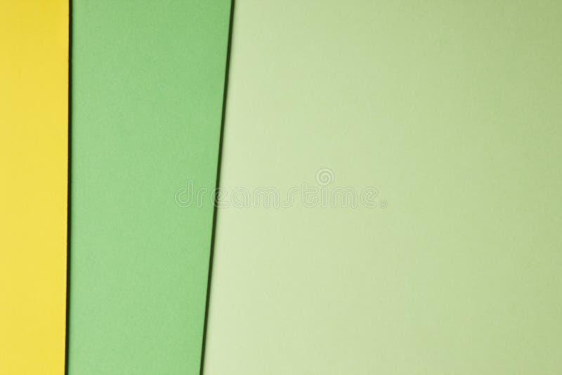 在绿色黄色口气的色的纸板背景 复制空间 图库摄影