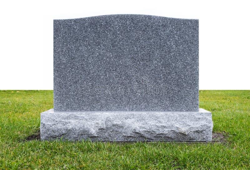在绿草的严重石头 免版税库存图片