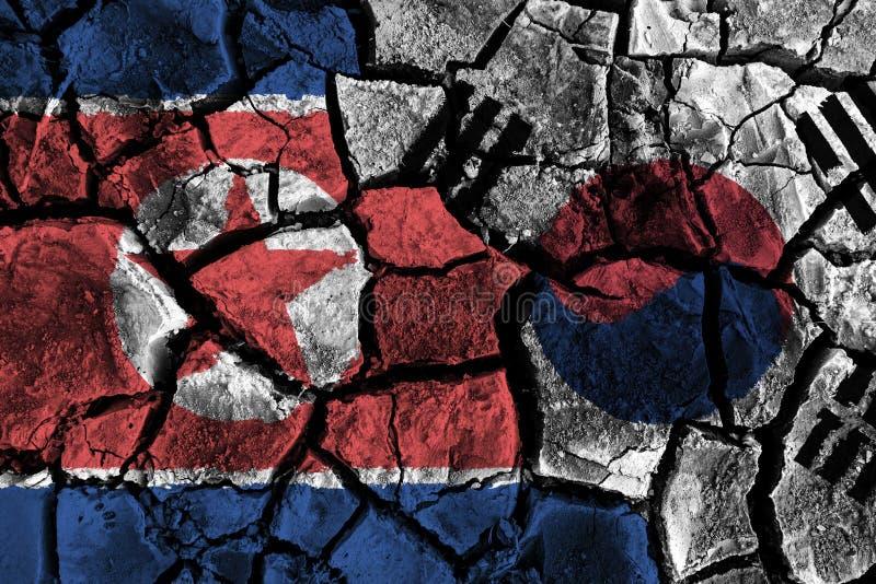 在破裂的地面的南北韩旗子 抵触和危机概念 皇族释放例证