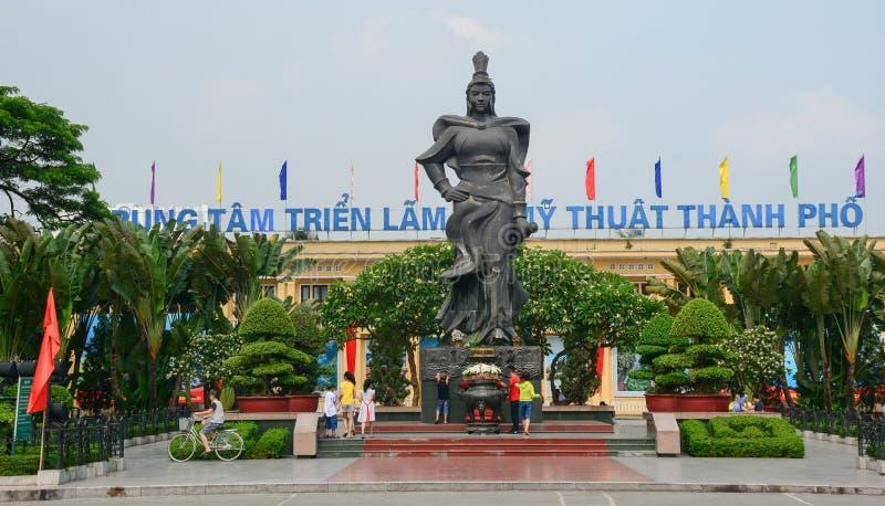 在主要公园的英雄雕象在海防,越南 免版税图库摄影