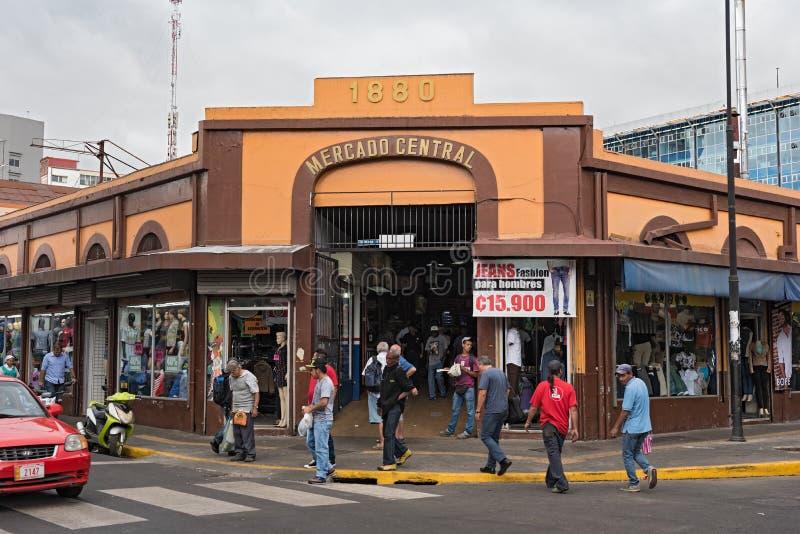 在主要市场前面的街道在街市圣何塞,哥斯达黎加 库存照片