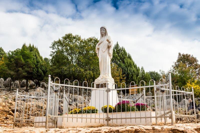 在幻象小山的保佑的圣母玛丽亚雕象 免版税图库摄影