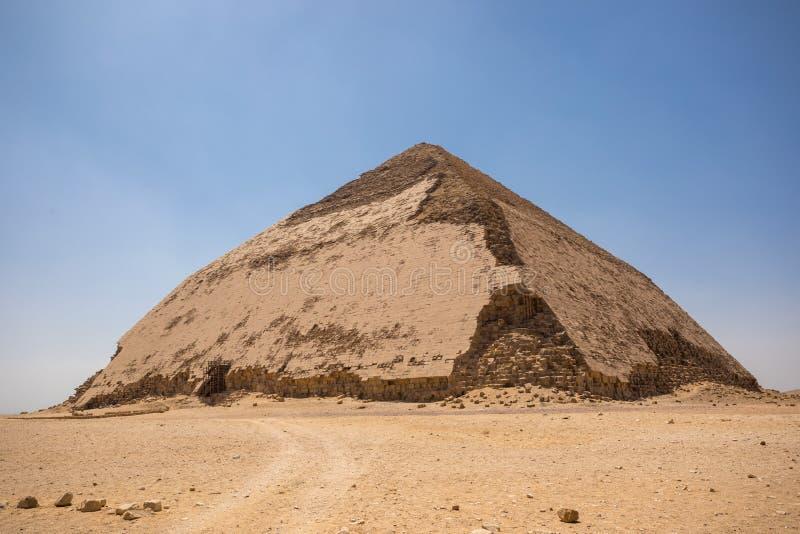 在代赫舒尔的弯的金字塔 免版税图库摄影